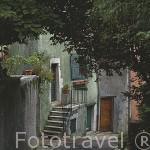 """Calle """"des Remparts"""" que llega hasta el castillo. ANNECY. Alta Saboya. Rhones Alpes. Francia."""