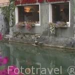 Un restaurante junto al rio Thiou. ANNECY. Alta Saboya. Rhones Alpes. Francia.