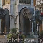 Estatua de elefantes. Monumento al benefactor de Boigne.(Hecho en India). Confluencia con varias calles. Ciudad de CHAMBERY. Rhones Alpes. Francia