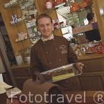 Chocolateria Mazet y su propietario Sr. Stephane Bozonnet. Centro historico de la ciudad de CHAMBERY. Rhones Alpes. Francia