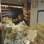 "Reconocida tienda de quesos ""Provent"" (variedades: Beaufort, Reblochon, etc). CHAMBERY. Rhones Alpes. Francia"