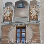 """Pinturas de estilo """"Trompe L´Oeil"""" en la fachada de una casa, en la Court de L´Horloge. Ciudad de CHAMBERY. Saboya. Rhones Alpes. Francia"""