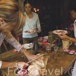 """Restaurante """"La Ferme du Rocher"""", especialidades de la region de Saboya.. En PRAZ SUR ARLY. Valle de Arly. Alta Saboya. Rhones Alpes. Francia"""