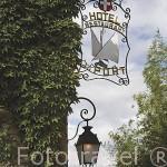 Detalle junto a la fachada del hotel Du Port junto al puerto deportivo. Ciudadela de YVOIRE. Junto al lago Leman. Alta Saboya. Rhones Alpes. Francia