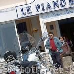 Moto Harley Davidson en el puerto de LA COTINIERE. Isla de Oleron. Francia