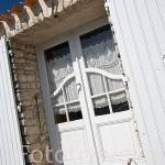 Cesta para recoger crustaceos y mariscos en la entrada de una casa. Poblacion de ARCEAU. Cerca de Boyardville. Isla de Oleron. Francia
