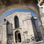 La iglesia romanica (XI - XII, monumento historico desde 1931) en la poblacion de SAINT GEORGES D´OLERON. Isla de Oleron. Francia