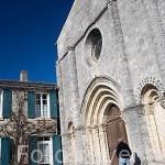 Fachada de iglesia romanica (XI - XII, monumento historico desde 1931) en la poblacion de SAINT GEORGES D´OLERON. Isla de Oleron. Francia