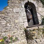 Antiguo pozo en el casco antiguo de SAINT GEORGES D´OLERON. Isla de Oleron. Francia
