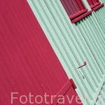 Colorida casa de pescadores. Isla de Oleron. Francia