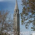 Torre Faro de los Muertos, s. XII situado en una plaza que antes fue cementerio. SAINT PIERRE D´OLERON. Isla de Oleron. Francia