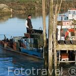 Embarcacion en el canal de ORS. Isla de Oleron. Francia