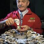 El Sr. Bernard Gonthier. 6 veces campeón del mundo en abrir ostras en el menor tiempo con más de 934 ostras en tan solo 54 minutos. Tiene titulo de Guinness con 30 ostras en 2 minutos. Francia