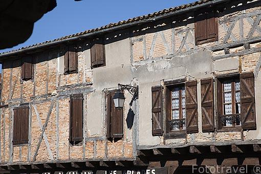 Ventanas. Población de Castelnau de Montmiral. Tarn. Francia