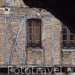 Fachada de una vivienda. Pueblo del s.XVI - XVII de Castelnau de Montmiral. Tarn. Francia