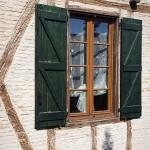 Pueblo y fachada de una casa del s.XVI - XVII de Castelnau de Montmiral. Tarn. Francia