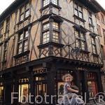 Fachada de la casa Enjalbert. Antigua farmacia y hotel. S.XVI. Ciudad de Albi. Tarn. Francia
