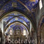 Iglesia, interior de la boveda decorada con lapiz lazuli, oxido de cobre y azul de glasto. Pueblo medieval de Puycelsi. Tarn. Francia
