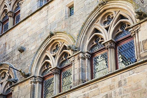 Ventanas del palacete gótico de Grand Veneur, S.XIV. Pueblo medieval de Cordes Sur Ciel. Tarn. Francia