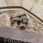 Detalle escultorico en la fachada de una casa. Pueblo medieval de Cordes Sur Ciel. Tarn. Francia