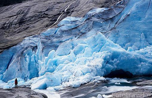 Visitando la lengua de Nigardsbreen del glaciar de Jostedalsbreen. Pueblo de JOSTEDALEN. Noruega