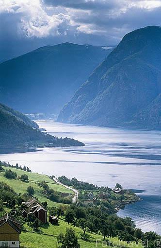 Panoramica del fiordo de Aurland. En su final se encuentra el pueblo de FLAM. Noruega