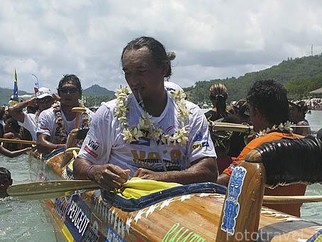 El cansancio es notable despues de casi 129kms en 3 dias. Llegada. Regata anual de Hawaiki Nui Vaa. Playa de Matira. Isla de BORA BORA. Polinesia Francesa. Oceano Pacifico.