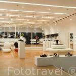 Tienda moderna de zapatos Sneakers´Delight. En Avda. Infante D. Enrique Ciudad de LISBOA. Portugal