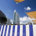 Modernos edificaciones se construyeron despues de la Expo del 98. Al fondo las dos torres de viviendas de Sao Rafael. Parque de las Naciones. Ciudad de LISBOA. Portugal