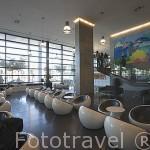 Interior de la recepción y salon del Hotel Vip Arts en la Av. Joao II. Parque de las Naciones. LISBOA. Portugal