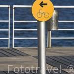 Señal indicativa en el paseo maritimo que recorre junto al rio Tajo la Expo del 98. Parque de las Naciones. LISBOA. Portugal