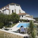 Piscina de la Pousada de Ourem con vistas al valle y al nuevo Ourem. Portugal