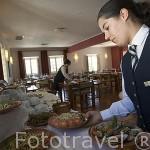 Preparando el buffet. Restaurante de la Pousada de Ourem. OUREM Portugal