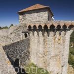Torreones del castillo de OUREM y vista sobre el valle. Portugal