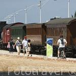 Un antiguo tren a vapor y vagones junto a las docas de Alcantara. LISBOA. Portugal