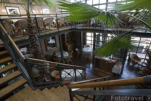 Interior del restaurante Doca Seis. En las Docas de Alcantara. LISBOA. Portugal