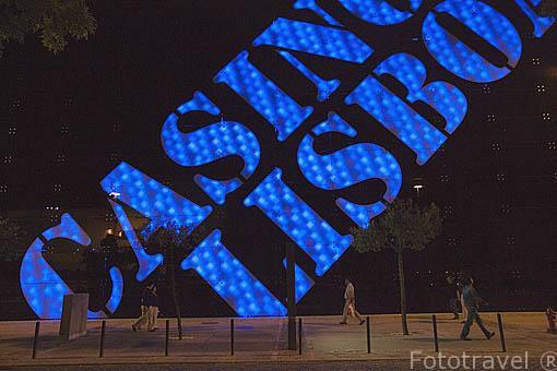 Iluminacion nocturna en el Casino de LISBOA. Portugal