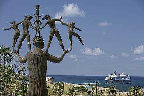 Monumento en memoria de Eugenio Maria de Hostos. Ciudad vieja de SAN JUAN. Puerto Rico
