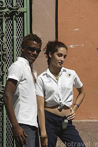 Dos jovenes estudiantes de la escuela de actores en la ciudad vieja de SAN JUAN. Puerto Rico