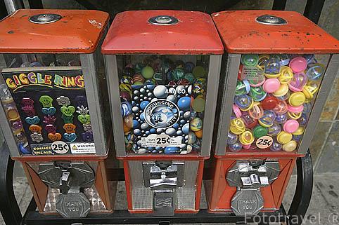 Maquinas de caramelos, chicles y baratijas. SAN JUAN. Puerto Rico