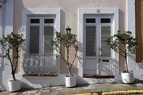 Fachada de una casa en la calle San Francisco. Ciudad vieja de SAN JUAN. Puerto Rico