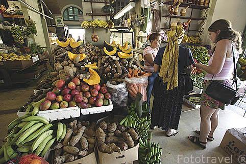 Alimentos frescos en el mercado de SANTURCE. San Juan. Puerto Rico