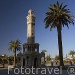 La plaza y la Torre del Reloj, Konak Meydani de estilo morisco. ESMIRNA / IZMIR. Junto al mar Egeo. Turquia.