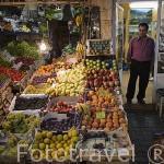 Calle de Anafartalar y comercios. Barrio de Bosmane. ESMIRNA / IZMIR. Junto al mar Egeo. Turquia.