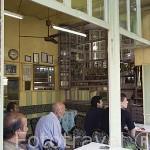 Cafeteria en la calle de Anafartalar. Barrio de Bosmane. ESMIRNA / IZMIR. Junto al mar Egeo. Turquia.