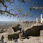 Vista de las ruinas de Pergamo en lo alto de la colina. PERGAMO / BERGAMA. Egeo. Turquia.