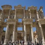 La Biblioteca de Celso, 135 d.C. Con columnas y capiteles corintios, hornacinas con estatuas que simbolizan la Sabiduria y la Inteligencia. Ruinas de EFESO / EPHESUS. Costa del mar Egeo. Turquia