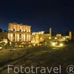 La Biblioteca de Celso, 135 d.C. Con columnas y capiteles corintios, hornacinas con estatuas que simbolizan la Sabiduria y la Inteligencia. Ruinas de EFESO / EPHESUS. Egeo. Turquia