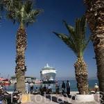Vista del muelle y el paseo maritimo. Ciudad de KUSADASI o Isla de los Pajaros. Mar Egeo.Turquia