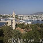 Vista de la ciudad de BODRUM, antigua Halicarnaso y su puerto desde el castillo de San Pedro. Costa del mar Egeo. Turquia